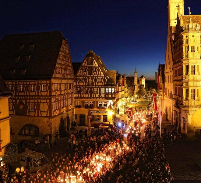 Fackelumzug bei den Reichsstadt-Festtagen in Rothenburg ob der Tauber