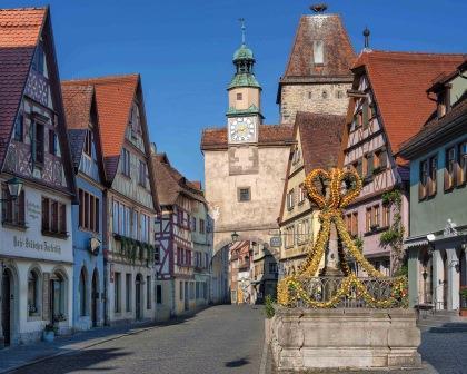 Jahreshöhepunkt in Rothenburg ob der Tauber: das Frühlingserwachen mit den Osterbrunnen