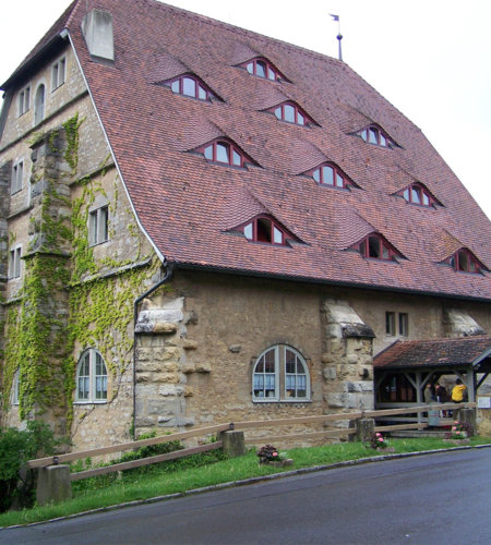 Die über 500 Jahre alte Roßmühle dient heute als Jugendherberge.