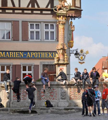 Schülergruppen sind in Rothenburg ob der Tauber herzlich willkommen.
