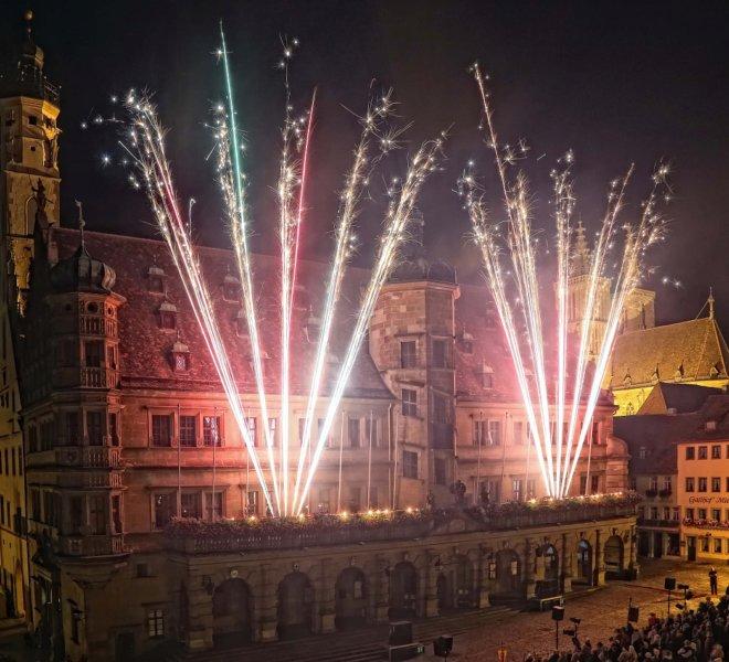 Fassadenfeuerwerk am Rathaus bei den Reichsstadt-Festtagen