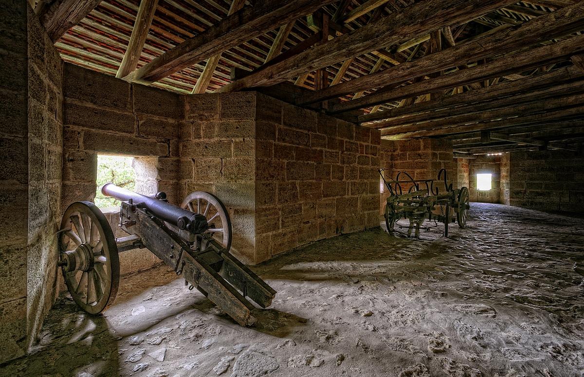 Kanone und Historischer Fuhrwagen in der Spitaltorbastei