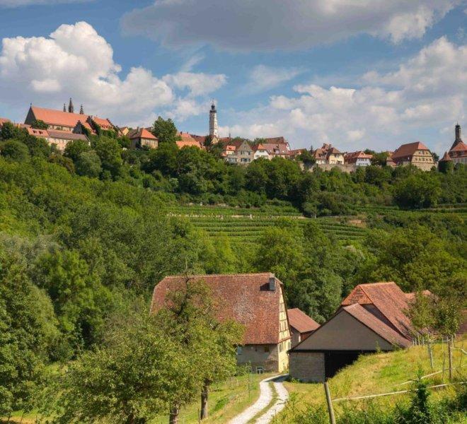 Blick vom Taubertal auf Rothenburgs Altstadt