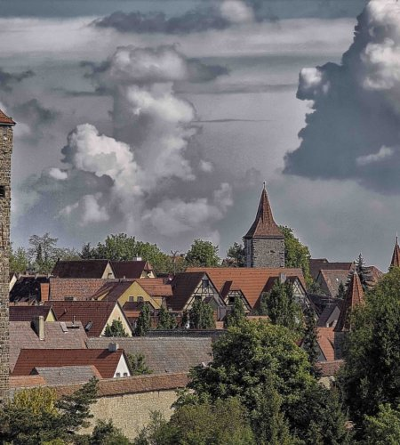 Sieben Türme im Bild: Blick auf Rothenburgs Altstadt