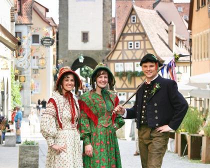 Jahreshöhepunkte in Rothenburg ob der Tauber - Schäfertänzer vor dem Plönlein