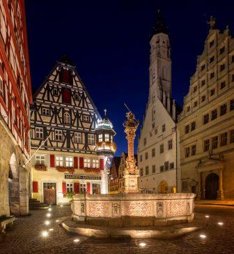 Marktplatzbrunnen in Rothenburg - Pfitzinger