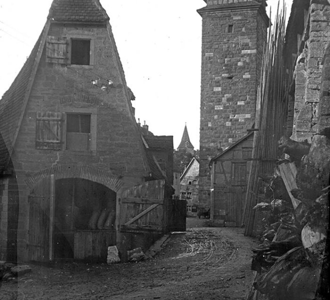 """Die Gerlachschmiede vor und nach 1945 - ein Streitfall des Geschmacks und kein Beispiel des """"Rothenburger Wegs"""""""